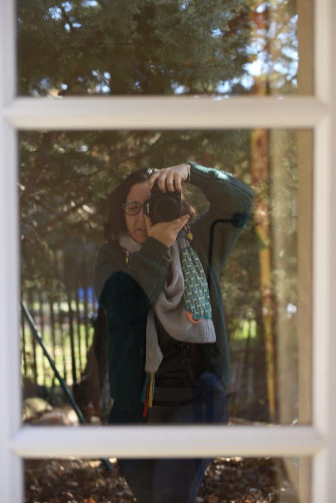 autoportrait fanny fages reflet fenêtre cadre dans cadre