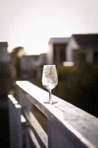 anniversaire mariage coupe vin coucher soleil