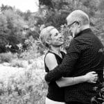 couple grisonnant regard noir et blanc