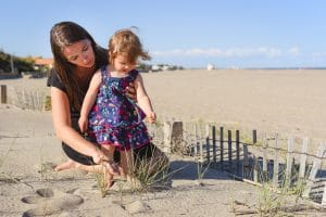 famille mère fille plage sable Narbonne